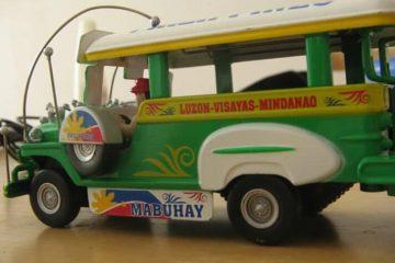 Miniatur jeepney untuk dibawa pulang