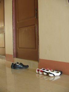 Sepatu di depan kost putri